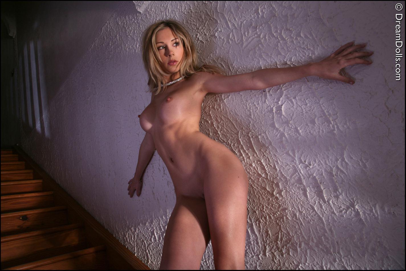 julia crown nude
